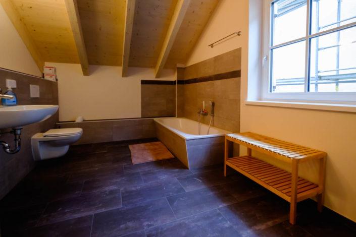 Ferienhaus / Ferienwohnung Ein Bad mit Badewanne und WC im ersten Stock
